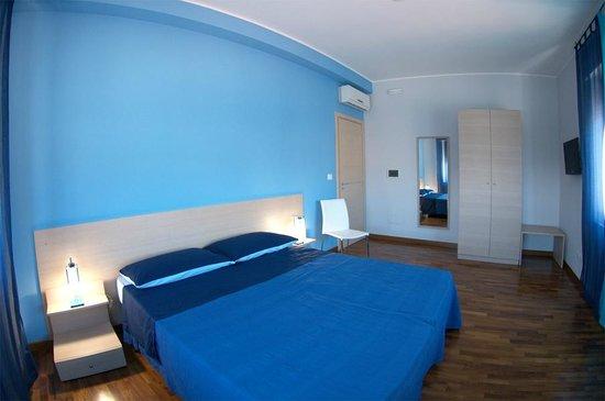 B&B Santa Caterina : Camera matrimoniale, doppia, uso singola o tripla. Bagno privato esterno