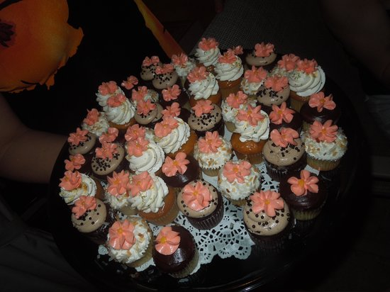 Simply Cupcakes of Marco Island: Dessert is Served!