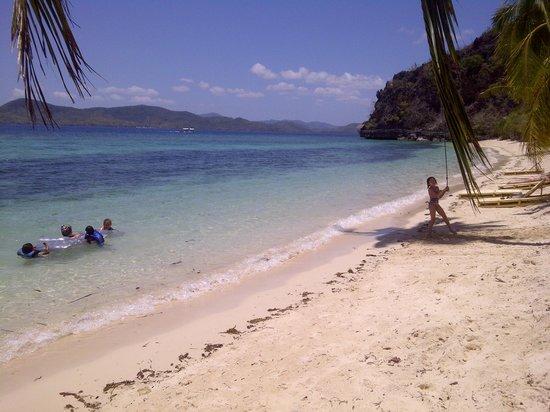 Sangat Island Dive Resort: Sangat's beach