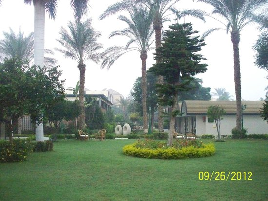 Oasis Hotel: grounds