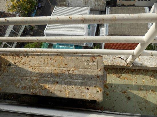 SN Mansion (Sarasinee Mansion): balcon de la habitacion