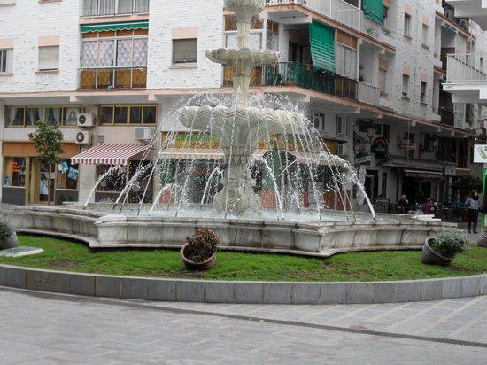 Plaza Costa del Sol: De fontein op het plein .