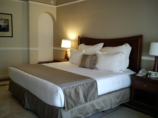 InterContinental Presidente Merida: Super comfort bed.