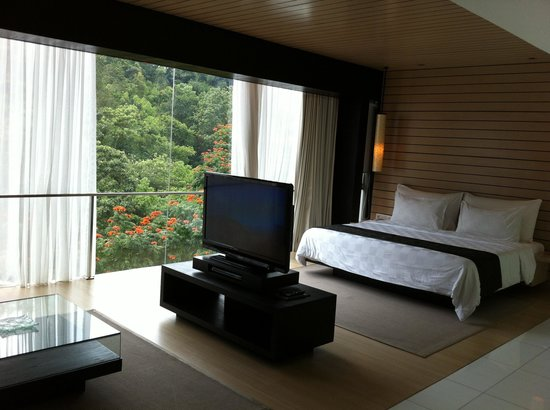 Padma Hotel Bandung: Hill view from the bedroom