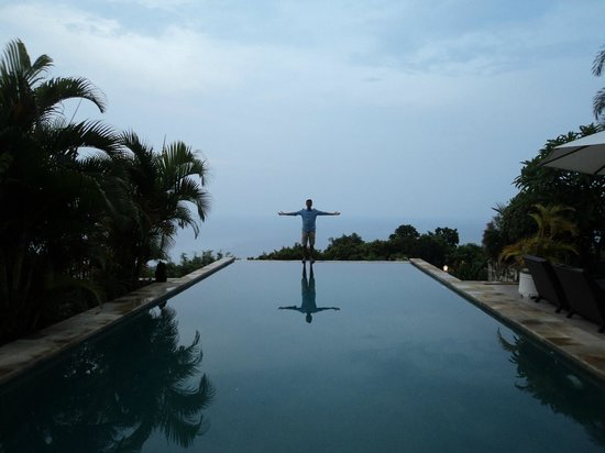 The Hamsa Bali Resort: Villa side pool... ocean meets the horizon! Picture Perfect!