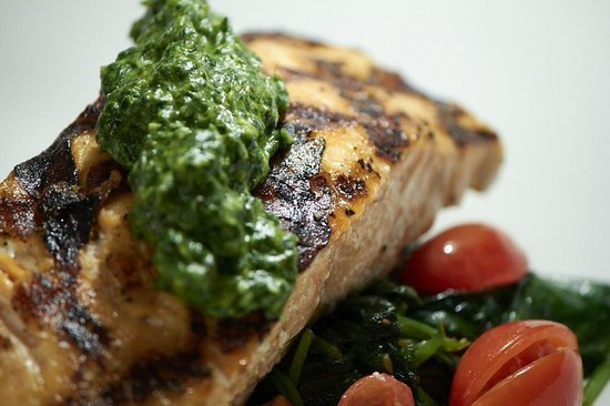 Quattro Vinotecca: Salmon w/ Arugula Pesto