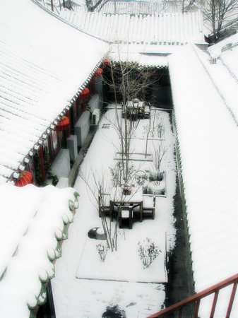 ‪‪Double Happiness Beijing Courtyard Hotel‬: Courtyard in Snow‬