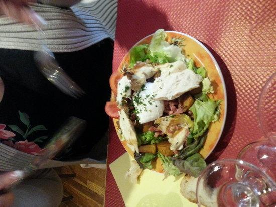 Brasserie Le Central : ensalada templada de pollo..