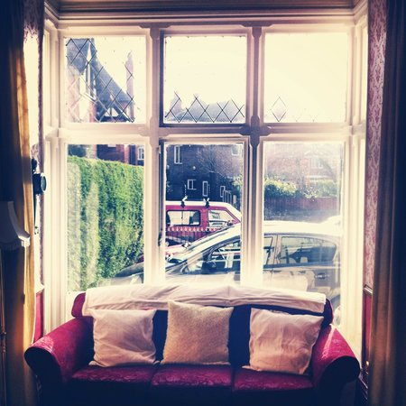 Kings Guest House: La ventana del salon.