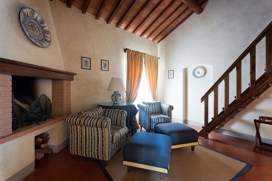 Castello di Spaltenna Exclusive Tuscan Resort & Spa: Living room Junior Suite