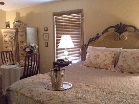 Pleasanton, KS: French Quarter room
