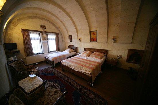 Stone House Cave Hotel: Large room