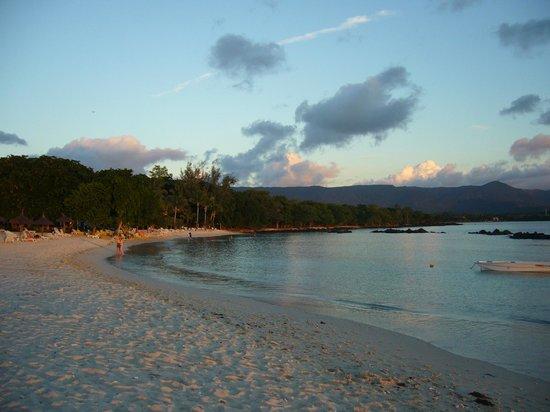 Sands Suites Resort & Spa: Beach at sunset