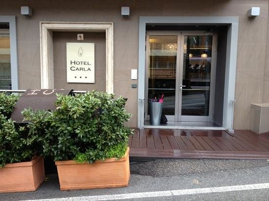 Hotel Carla: Entrance to the lobby