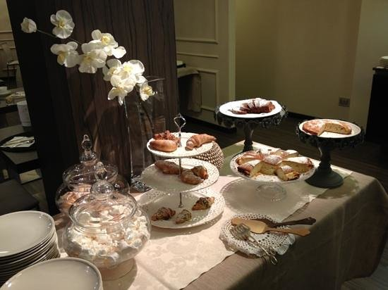 Hotel Carla: a selection of cakes for dessert