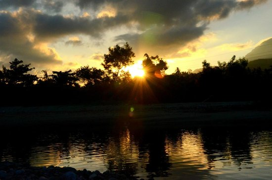 Tuko Beach Resort: Early morning photo - sunrise