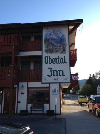 Obertal Inn: Easily Seen Signage