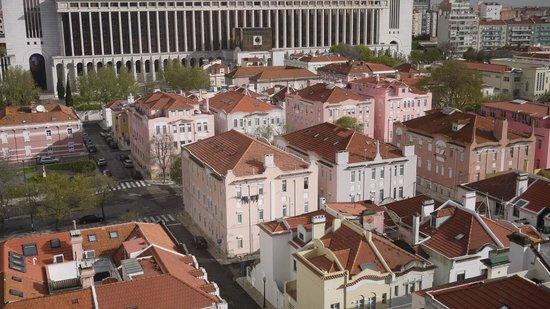Holiday Inn Lisbon : panorama dalla nostra finestra
