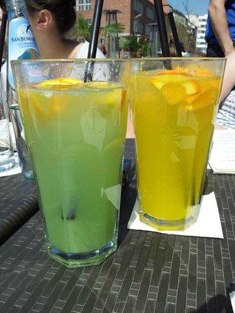 Leroy Bistro - MOM Park: Limonades à la pomme verte et à l'orange
