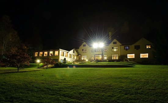 Seven Hills Inn in the evening