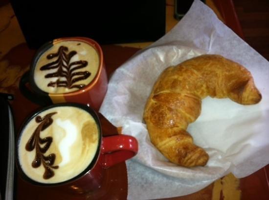 Caffespresso: Medio Cappuccino with pepper milk.