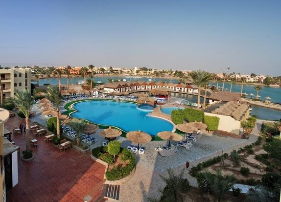 Panorama Bungalows Resort El Gouna : Over view of the pool area