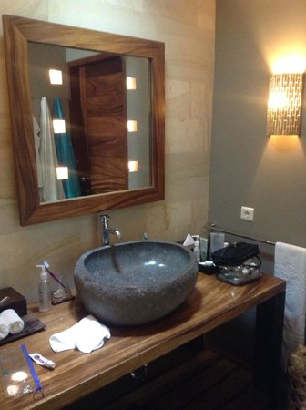 The Purist Villas and Spa: sink