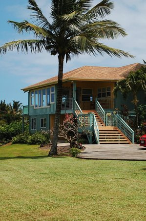 Maui Ocean Breezes: Main enterance to house