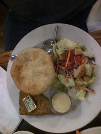 Prescott Brewing Company: Settlers Pot Pie - no meat - but yummy the same.