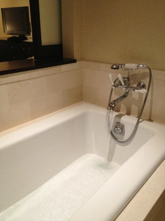InterContinental Boston: tub