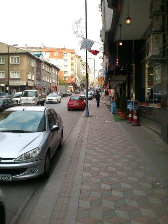 Elite Marmara Hotel: strada all'uscita hotel