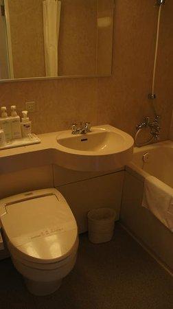 JR Kyushu Hotel Nagasaki: Clean bathroom