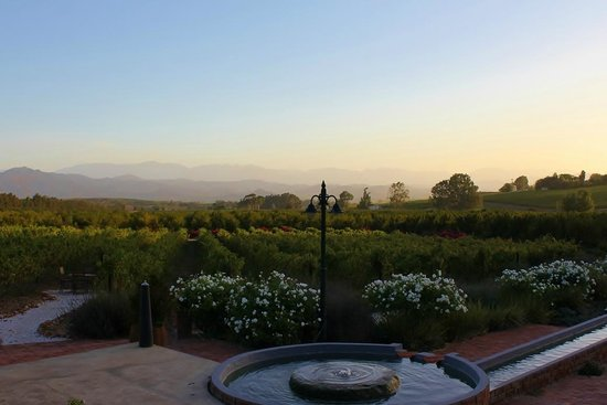 Fraai Uitzicht Restaurant: Just before sunset, ensure you get there early to enjoy the view