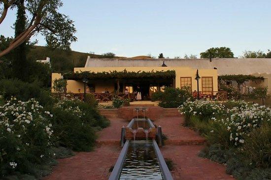 Fraai Uitzicht Restaurant: The veranda and enterance
