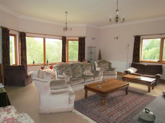 Kinbrylie: Lovely sitting room