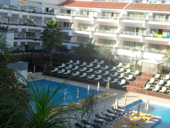 AquaLuz Suite Hotel: morning view over pool