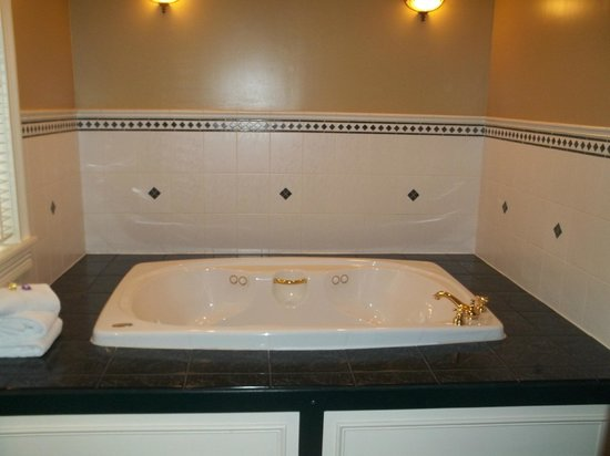Inn at Jim Thorpe: our lovely jacuzzi