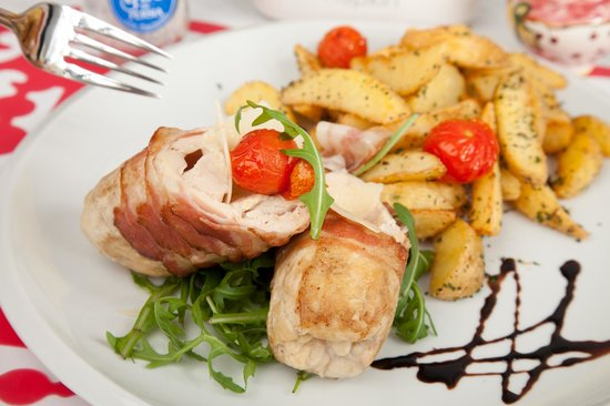 Porcellino: Chicken rolls filled with mozzarella and rolled with bacon