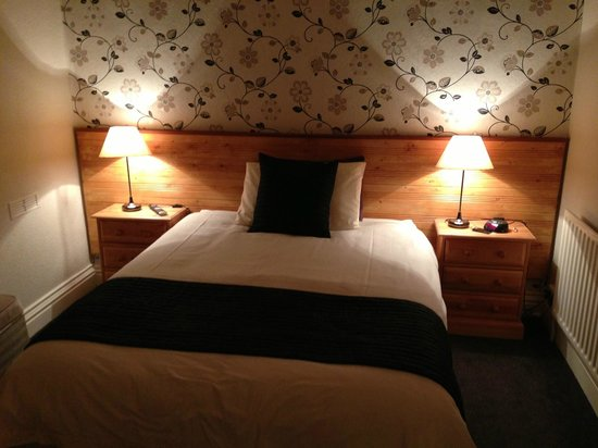 The Fernleigh: Room 1 - tasteful and sufficient!