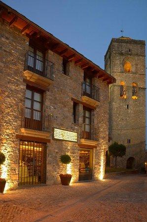 Apartamentos El Palacete de Ainsa: vistas exteriores