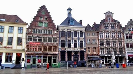 iTours - Ghent Guides: City centre shops.