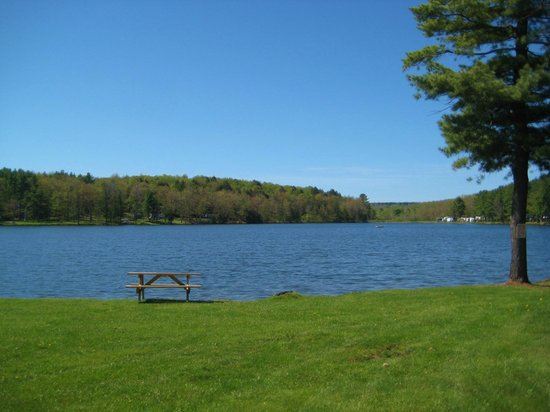 Yogi Bear's Jellystone Park - Cooperstown: a lake side site