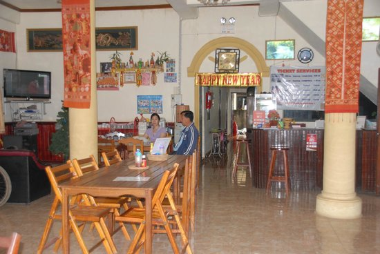 BeeBee Guest House: Reception and inside eating area