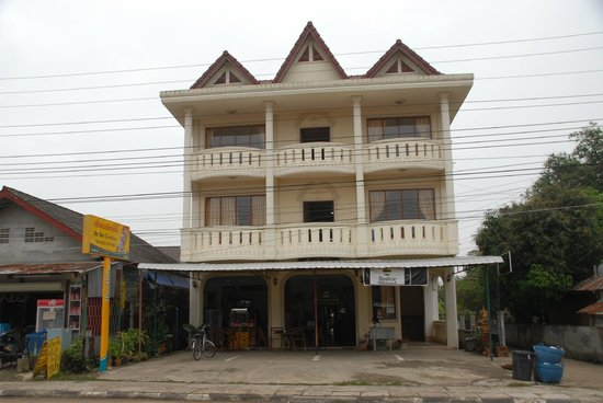 BeeBee Guest House : Front Elevation - showing 4 great fron rooms