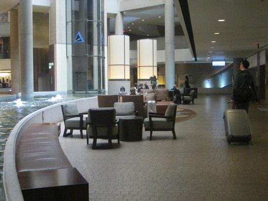The Westin Bonaventure Hotel & Suites, Los Angeles: Hotel Lobby