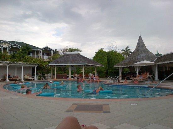 Sandals Royal Caribbean Resort and Private Island: Main pool