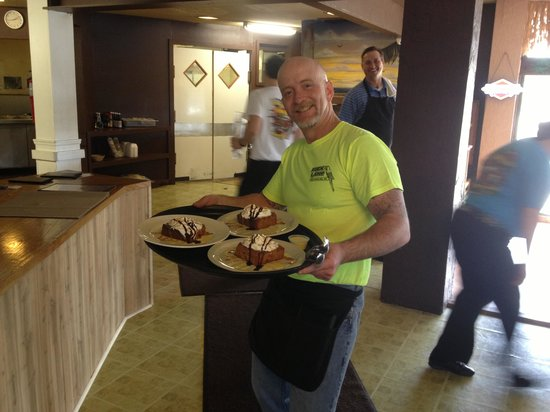 Charlie's Steak, Ribs & Ale : Russ serving the bread pudding.