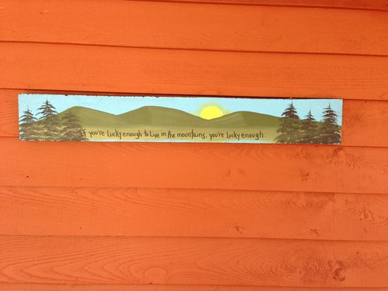 Mountain Harbour Bed and Breakfast: Fun sign hanging on the exterior wall, so true.