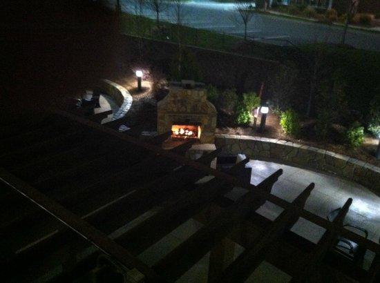 كورتيارد باي ماريوت راليغ نورث/مركز ترايانجل تاون: view of outdoor lounge