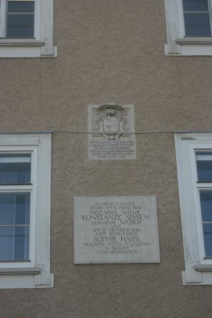 Mozartplatz : Plaque commemorating Constanze von Nissen's residence